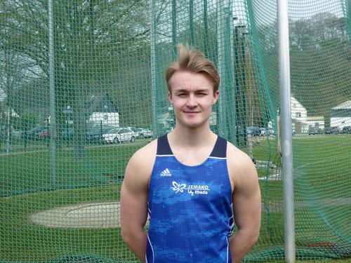 NRW-Kaderathlet Gerrit Vißer übertraf die DM-Norm für die Deutschen U18-Meisterschaften (53,00m) mit starken 53,93 Metern deutlich.