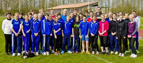 Haben die Hallensaison 2013 erfolgreich abgeschlossen: Die Athleten des LAZ Rhede und ihre Trainer/innen