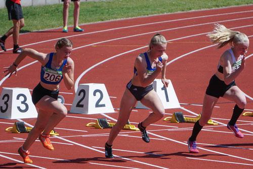 Rieke Unland (Bildmitte) lief in 12,79 Sekunden auf den Silberrang über 100m der U16.