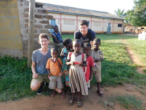 Alexander Karanikolas und Nikolas Karanikolas Hilfe für Afrika