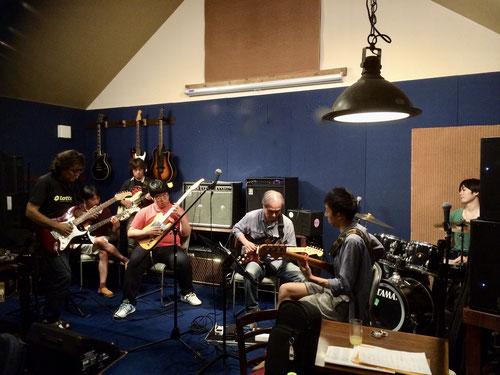2016年当教室主催 夏合宿での安室門下生によるギターアンサンブル風景
