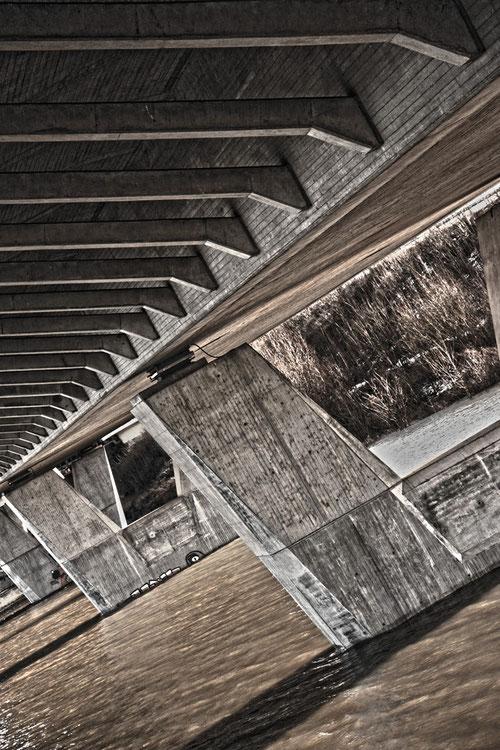 Rheinbrücke von unten