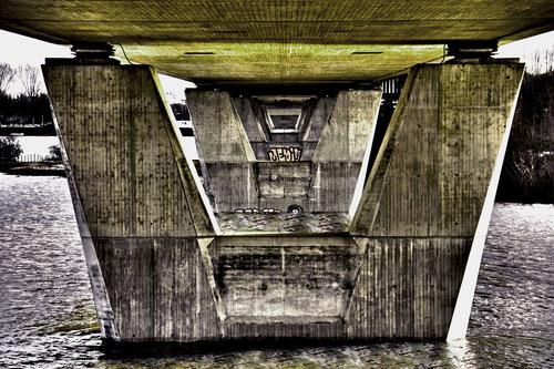 Rheinbrücke surealistisch