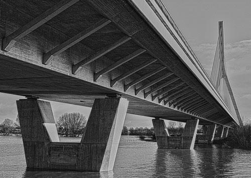 Rheinbücke im spitzen Winkel