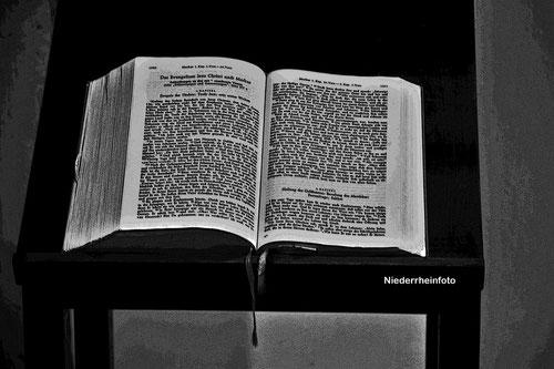 aus der Bibel vorgelesen ...