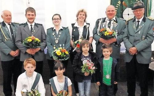 Unser Foto zeigt die neuen Würdenträger beim Schützenverein Kleinwörden. Foto: Heidtbrock
