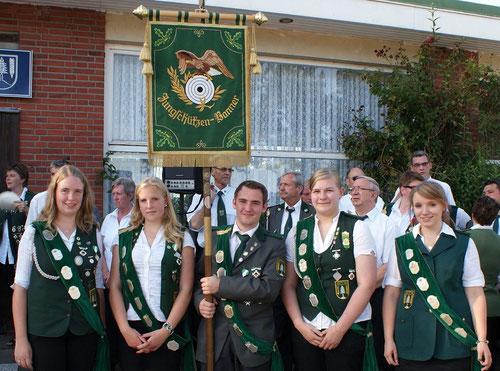 Große Freude herrschte bei den Junioren von Grift über das Erringen des Jungschützenbanners. Foto: Jäger