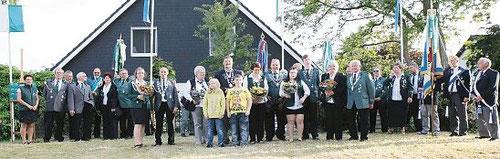 Die Majestäten der Schützenverein Warstade, Warstade Herrlichkeit und des Rauch- und Unterstützungsclubs Warstade bei der Proklamation. Foto: red