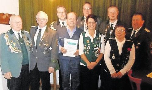 Vorstand und Geehrte des Schützenvereins Bülkau. Foto: Schützenverein