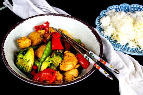 Resteessen deluxe:  Huhn mit buntem Gemüse und Hoisin-Sauce aus dem Wok