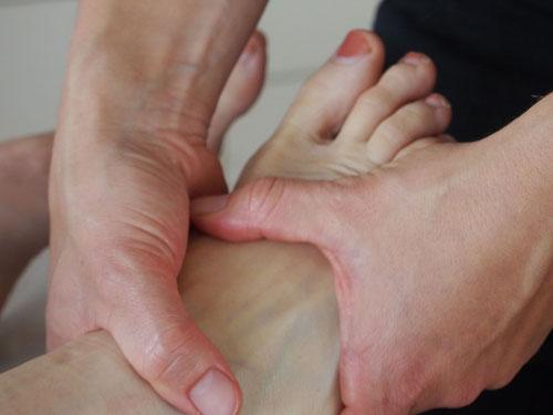 Tuina-Massage; hier als Fußmassage