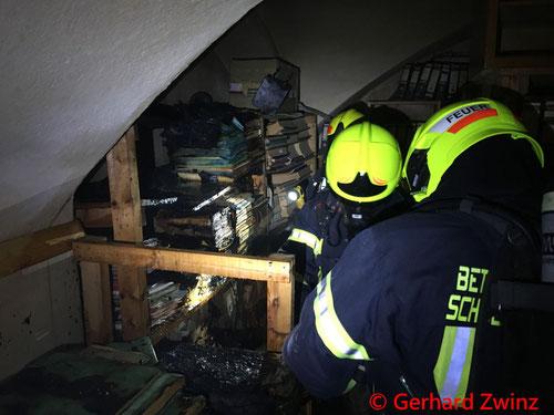 Feuerwehr; Blaulicht; Ternitz; Brand; Werksgelände; Brandstiftung;