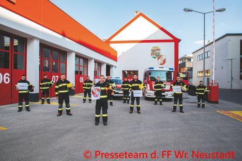 Feuerwehr; Blaulicht; FF Wiener Neustadt; Brand; PKW; Unfall; Grazerstraße;