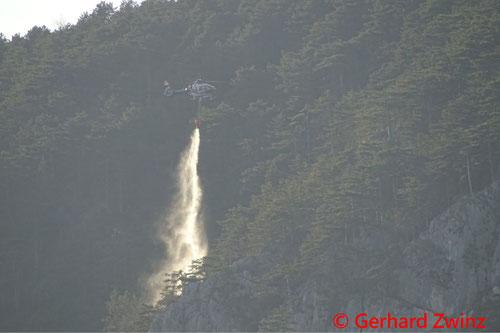 Feuerwehr; Blaulicht; Ternitz; Brand; Wald; Hubschrauber;