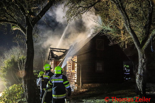 Feuerwehr; Blaulicht; BFV Knittelfeld; Brand; Ferienhaus; Perg;