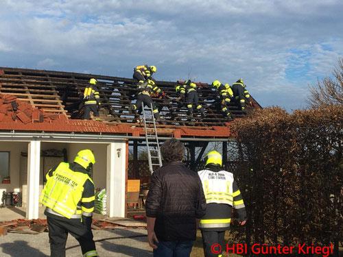 Feuerwehr; Blaulicht; BFVGU Abschnitt 6; Brand; Landwirtschaftliches Nebengebäude; Stiwoll;