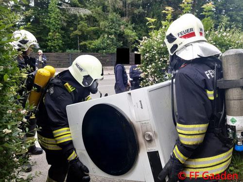 Feuerwehr; Blaulicht; FF Gaaden; Brand; Gartenhütte; Vollbrand;