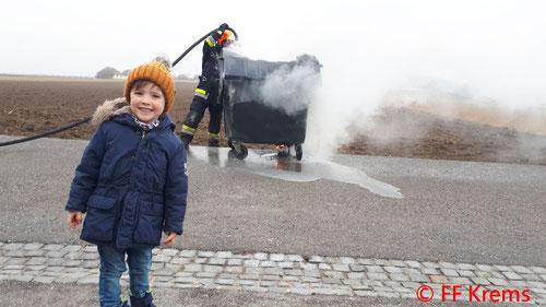 Feuerwehr; Blaulicht; FF Krems; Brand; Müllbehälter;