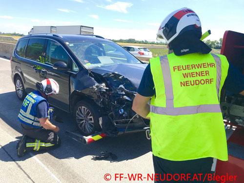 Feuerwehr, Blaulicht, FF Wiener Neudorf, Unfall, A2, Südautobahn