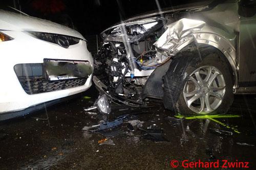 Feuerwehr; Blaulicht; Ternitz; Unfall; PKW;