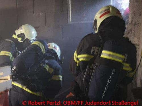 Feuerwehr; Blaulicht; FF Judendorf Straßengel; Brand; Keller;
