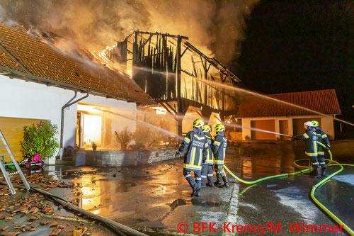 Feuerwehr; Blaulicht; BFK Krems; Brand; Niedergrünbach; Halle;