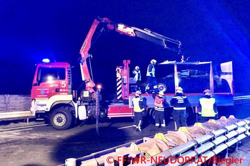 Feuerwehr; Blaulicht; FF Wiener Neudorf; Unfall; A2; PKW; Porsche;