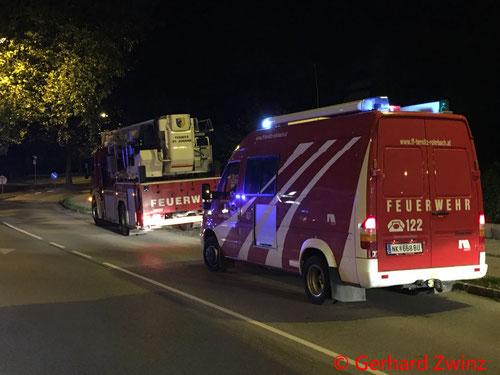 Feuerwehr, Blaulicht, Brand, Ternitz, Stiegenhaus, Brand
