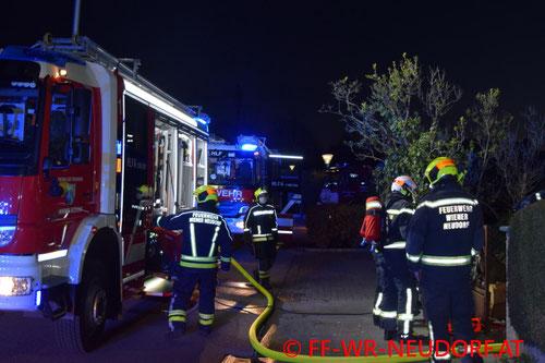 Feuerwehr; Blaulicht; FF Wiener Neudorf; PKW; Brand; A2;