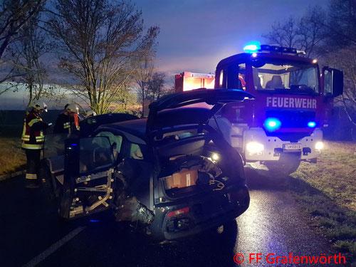 Feuerwehr; Blaulicht; FF Grafenwörth; PKW; Unfall; Elektroauto;
