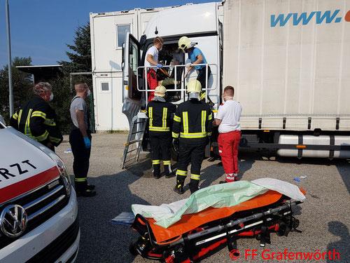 Feuerwehr; Blaulicht; FF Grafenwörth; Menschenrettung; Gewerbepark; LKW;