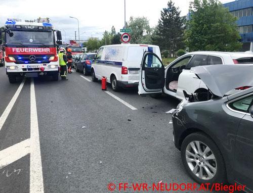 Feuerwehr, Blaulicht, FF Wiener Neudorf, Unfall, B17, SCS