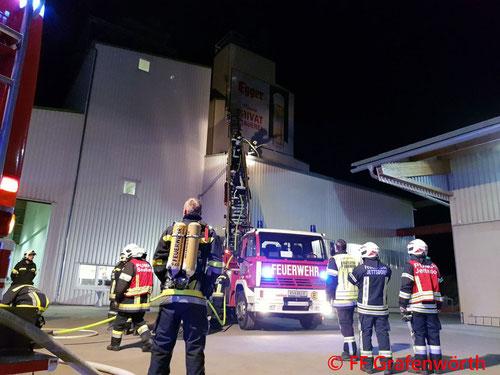 Feuerwehr; Blaulicht; FF Grafenwörth; Brand; Silo;