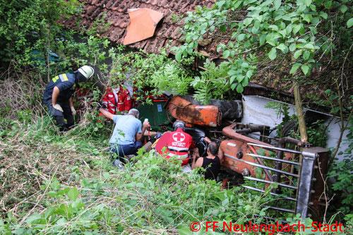 Feuerwehr; Blaulicht; FF Neulengbach-Stadt; FF Inprugg; Traktor; Unfall; Böschung;
