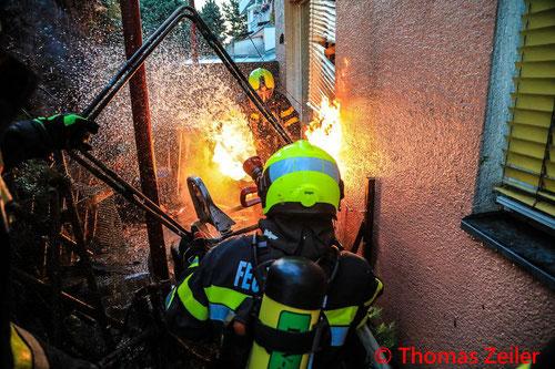 Feuerwehr; Blaulicht; BFV Knittelfeld; Brand; Propangasflasche; Mehrparteienhaus;
