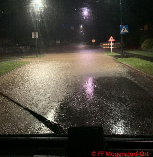 Feuerwehr; Blaulicht; FF Mogersdorf-Ort; Unwetter; Hochwasser; Überflutung;