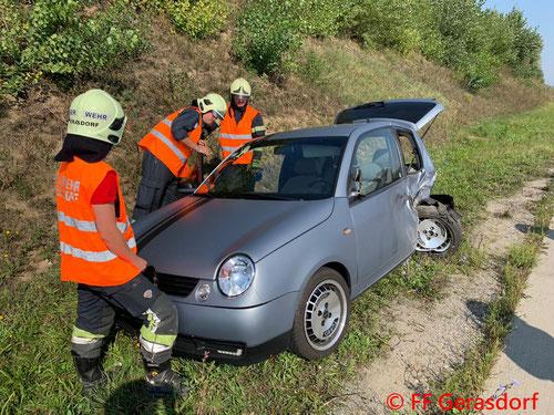 Feuerwehr, Blaulicht, FF Gerasdorf, Unfall, S1, PKW, LKW