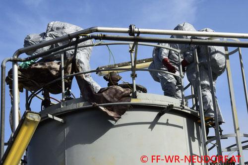 Feuerwehr; Blaulicht; FF Wiener Neudorf; Schadstoffaustritt; IZ NÖ Süd;
