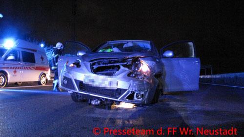 Feuerwehr; Blaulicht; FF Wiener Neustadt; Unfall; PKW; Kleinlastwagen; Autobahn; A2;