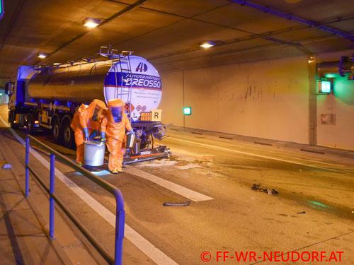 Feuerwehr, Blaulicht, FF Wiener Neudorf, Tunnel, S1, Vösendorf, LKW, Gefahrenstoff, Gefahrengut