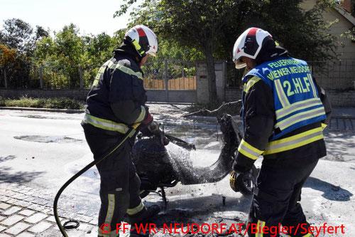 Feuerwehr, Blaulicht, FF Wiener Neudorf, Unfall, Moped, Vespa, Brand