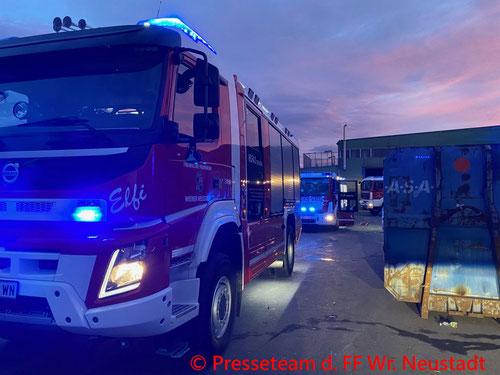 Feuerwehr; Blaulicht; FF Wiener Neustadt; Brand; Abfallentsorgungsbetrieb;