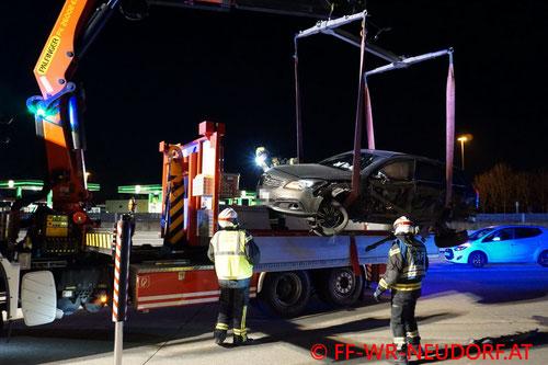 Feuerwehr; Blaulicht; FF Wiener Neudorf; Unfall; Geisterfahrer; A2; PKW;