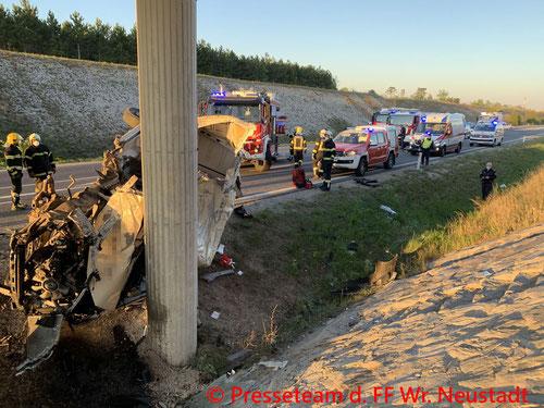 Feuerwehr; Blaulicht; FF Wiener Neustadt; Unfall; Nordspange; PKW;