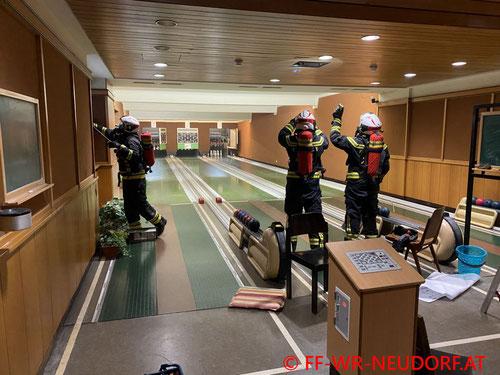 Feuerwehr; Blaulicht; FF Wiener Neudorf; Brand; Kegelbahn; Rauch;