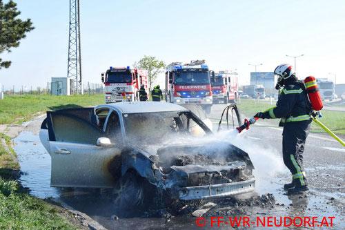 Feuerwehr, Blaulicht, FF Wiener Neudorf, PKW Brand, A2