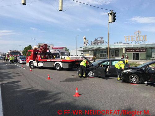Feuerwehr; Blaulicht; FF Wiener Neudorf; Unfall; PKW; B17;
