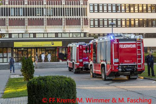 Feuerwehr; Blaulicht; FF Krems; Universitätsklinik; Elektrobrand;
