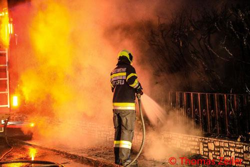 Feuerwehr; Blaulicht; BFV Knittelfeld; Brand; Hecke;
