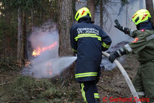 Feuerwehr; Blaulicht; Ternitz; Brand; Wald; Ermittlung; Polizei;